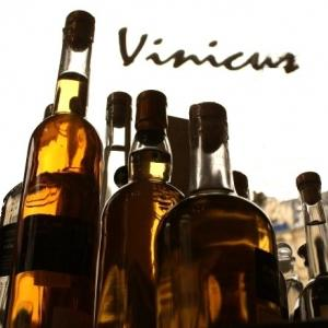 Mehrere Flaschen Destillate